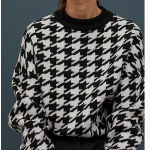 HM Black/houndstooth-patterned sweater NWT large